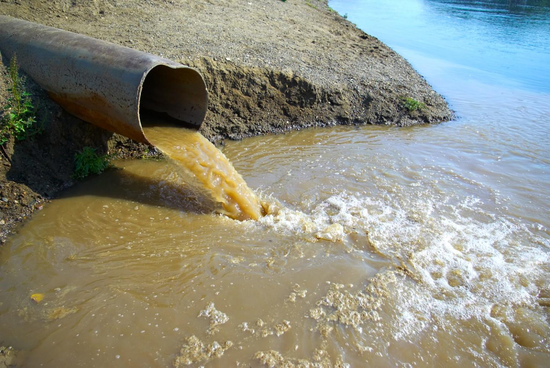 Egy bezárt máramarosi bányából kiömlött, tisztítatlan bányavíz okozta a Szamos fémszennyezését