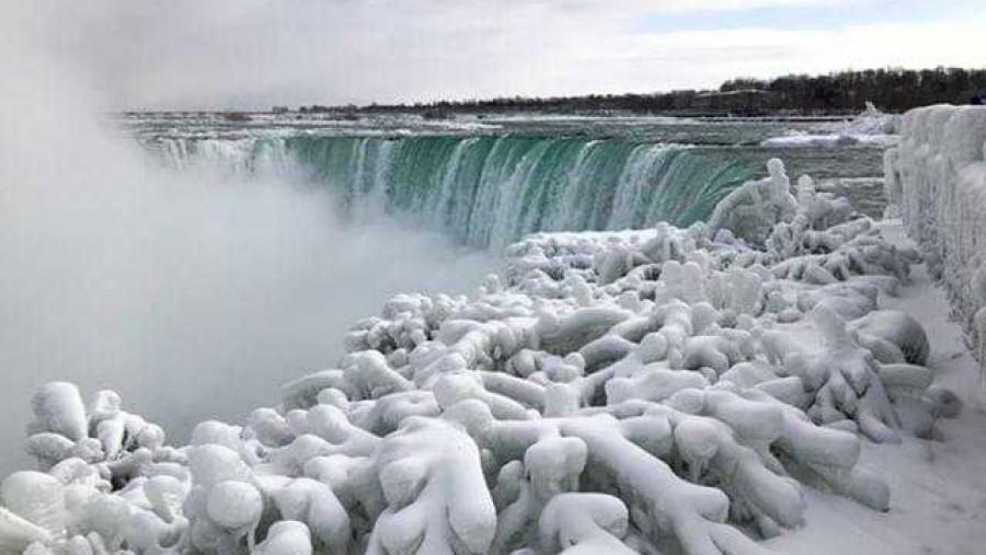 Ítéletidő! 5 év után újra befagyott a Niagara!