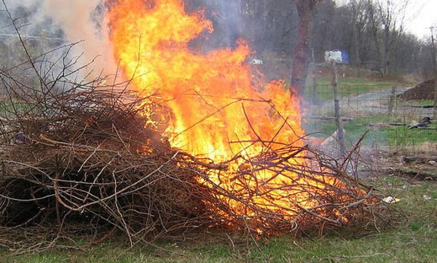 Nem vicc a tűzgyújtási tilalom: egy közönséges kerti égetésért is több tízezres bírságot szabhatnak ki.
