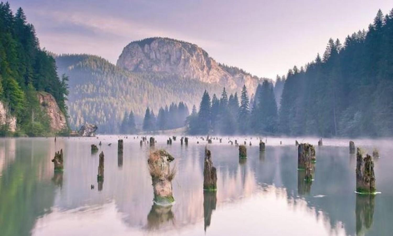 A Gyilkos-tó legendája: Ha belenézel a tó vizébe Eszter szürkészöld szemei tekintenek rád