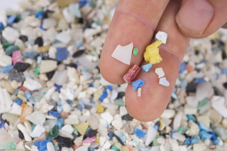 Évente legalább 50 ezer műanyagrészecskét eszünk meg!