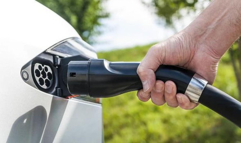 Fizetős lesz az elektromos autók töltése