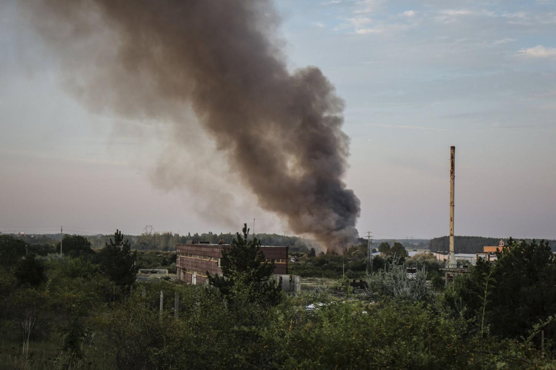 Szombat dél óta lángol a kommunális hulladék a Balaton mellett!