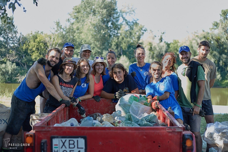 Nyolc-tíz tonna hulladéktól mentesítették a Felső-Tiszát a PET kupán