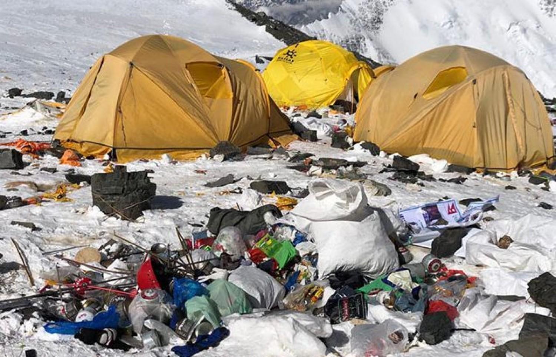 Betiltották az eldobható műanyagok használatát a Mount Everesten