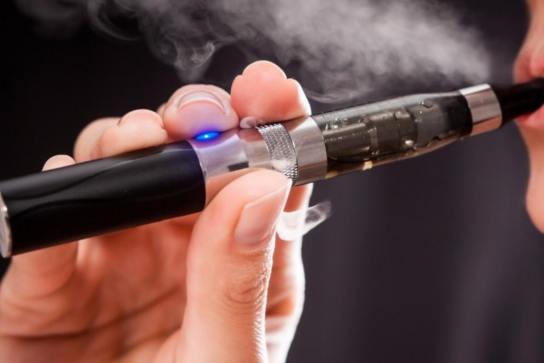 Újra ölt az e-cigi! Mát 6 halálos áldozata van a titokzatos járványnak!