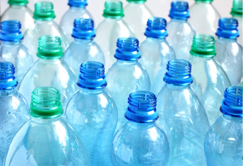 Az italgyártók növelik az újrahasznosított műanyagok arányát
