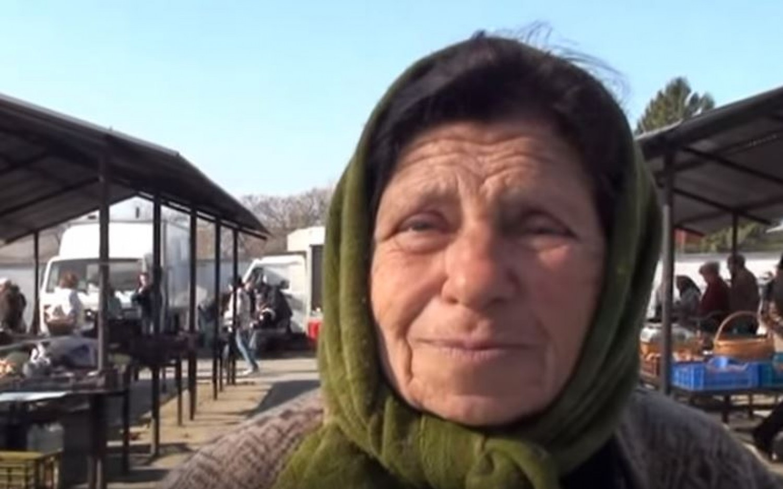 Egy élet tudását adja át a néni a piacon - még hallgatni is jólesik