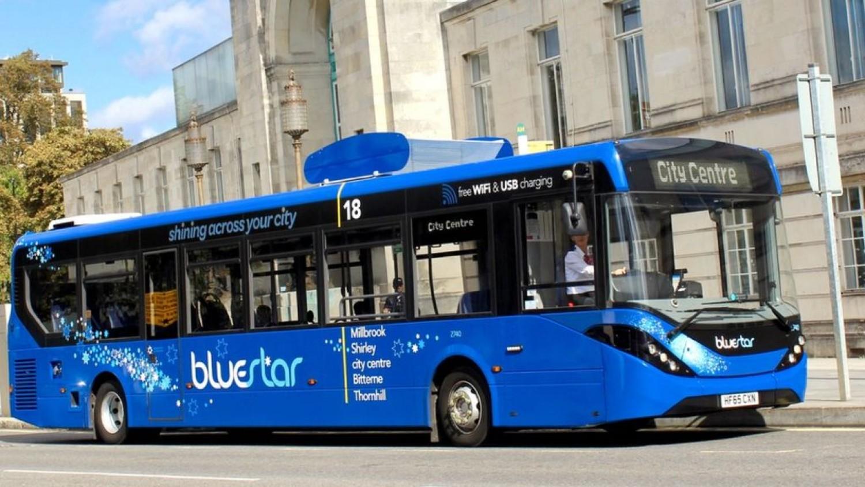Levegő tisztító buszok közlekednek hamarosan Nagy-Britanniában
