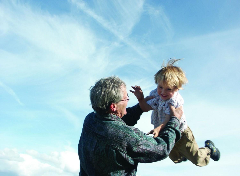A hosszú élet titka:  áfonya, jóga, jókedv és kalandvágy?