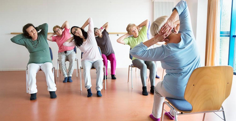 Egy kicsi mozgás mindenkinek kell! Otthon végezhető tornagyakorlatok időseknek!