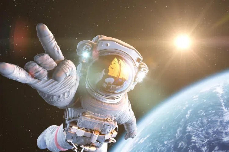 Űrhajós vizelet segítségével építenék meg az első holdbázist!