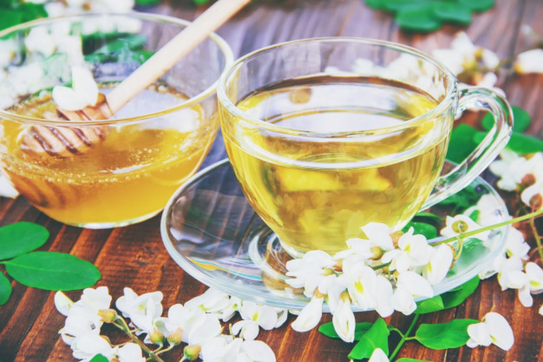 Próbáld ki! Hűsítő és egészséges akácvirág ital!