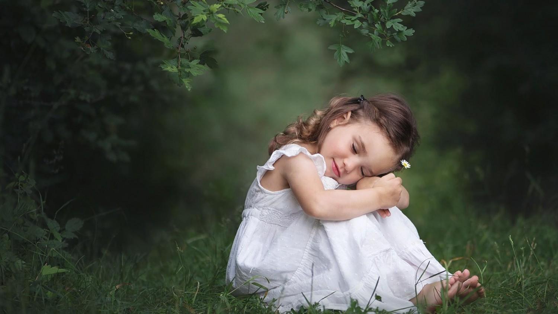 Gyermekek angyalszárnnyal
