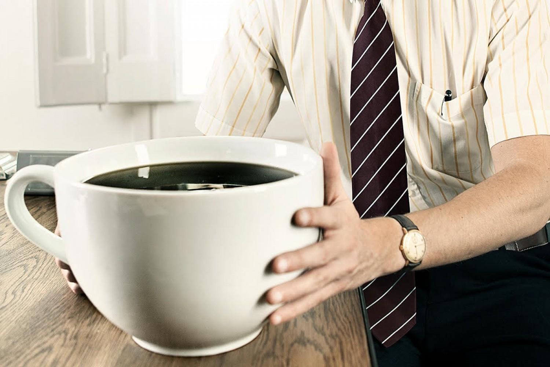 Ez a 6 jele annak, hogy túl sok kávét iszol!