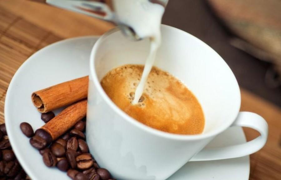 Ez a négy fűszer finomabbá és egészségesebbé teszi a kávédat!