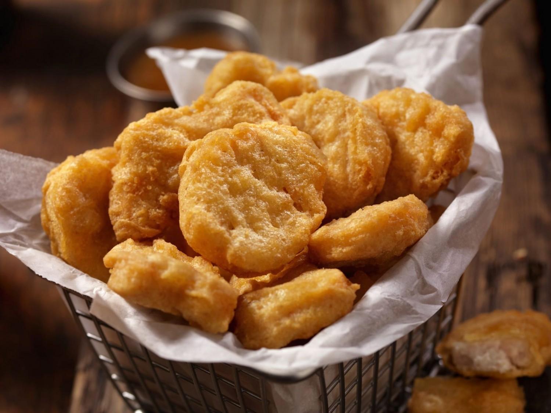 """A világon elsőként engedélyezték mesterséges """"csirkehús"""" értékesítését Szingapúrban"""