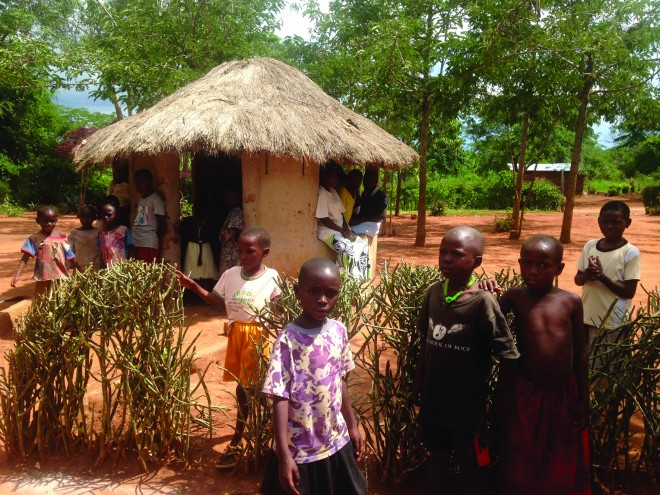 Magyar orvosok Afrikában -  Épül az ugandai egészségügyi központ