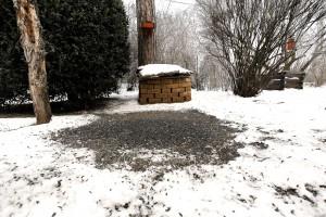Bagolycsalogató egérvár téglából, talajetetővel, télen  - Orbán Zoltán felvétele