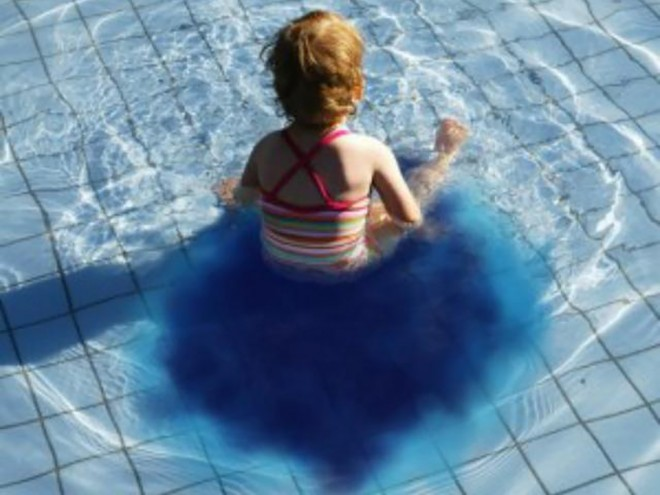 Pisijelző medencék?! A kamuhír, amit mindenki komolyan vesz