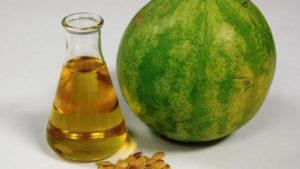 A görögdinnyemag olaj halványsárga színű, és enyhe mogyorós illatú.