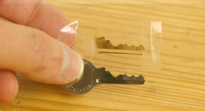 Ez óriási! Így másolhatsz otthon kulcsot 50 forintból! Videóval!