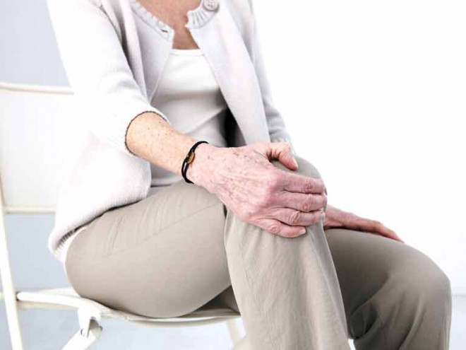 Egyszerű gyakorlat térdfájásra - csak egy törölközőre van szükség+