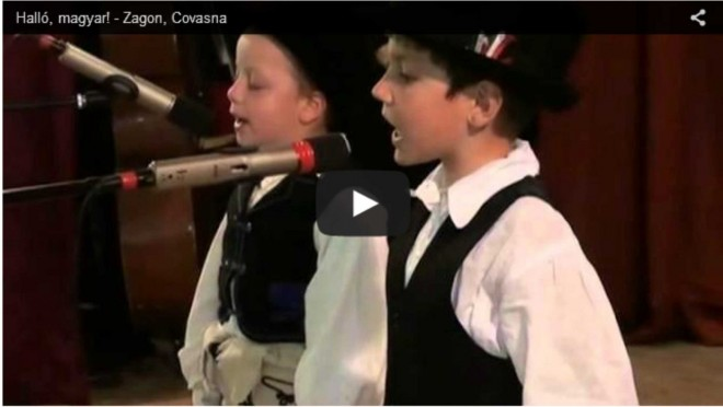 Ez a két kis fiú úgy énekel, hogy az ember szíve belesajdul!