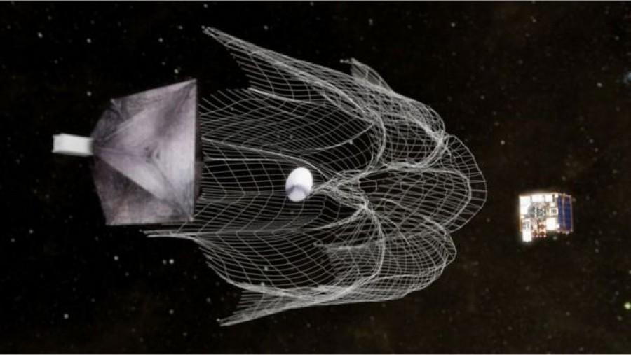 Fantasztikus felvétel! Sikeresen tesztelték az űrszemetet összeszedő hálót az űrben!
