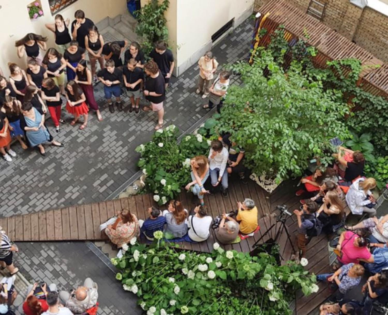 Ingyen letölthető zöldfüzet - Kertkialakítás belvárosi társasházak belső udvarában