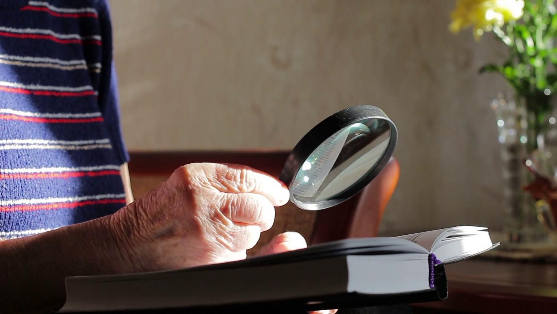 Olvass újra szemüveg nélkül! 11 egyszerű lépés  az élesebb látásért