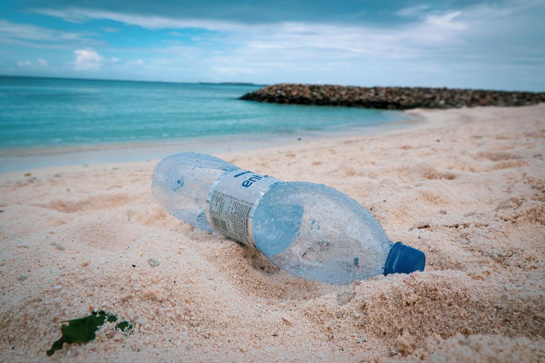 Csomagolóanyagok és palackok alkotják az óceánokban lévő műanyagok többségét