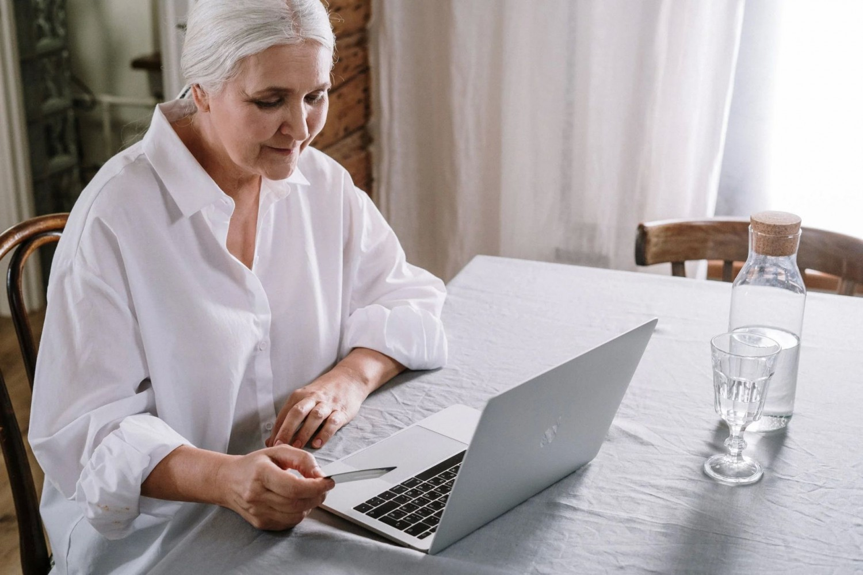 Hogyan csökkenthetjük a környezetszennyezést, ha online vásárolunk?