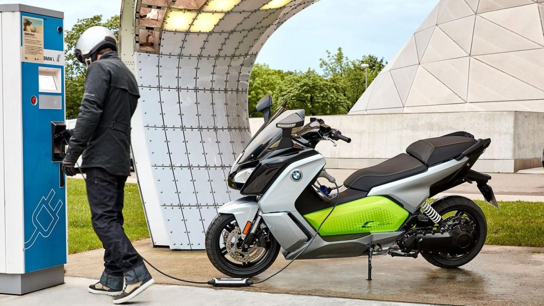 Már zöld rendszámot hasznáhatnak az ekektromos motorok is%