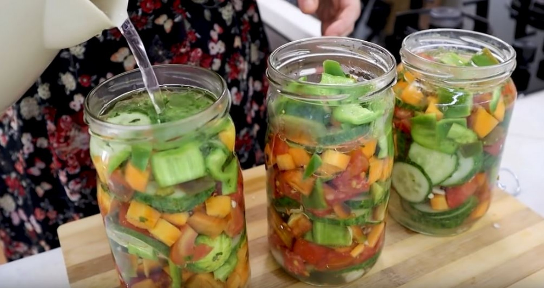 Nyári saláta télire -10 perc alatt elkészül, és a nyár íze télen is megmarad