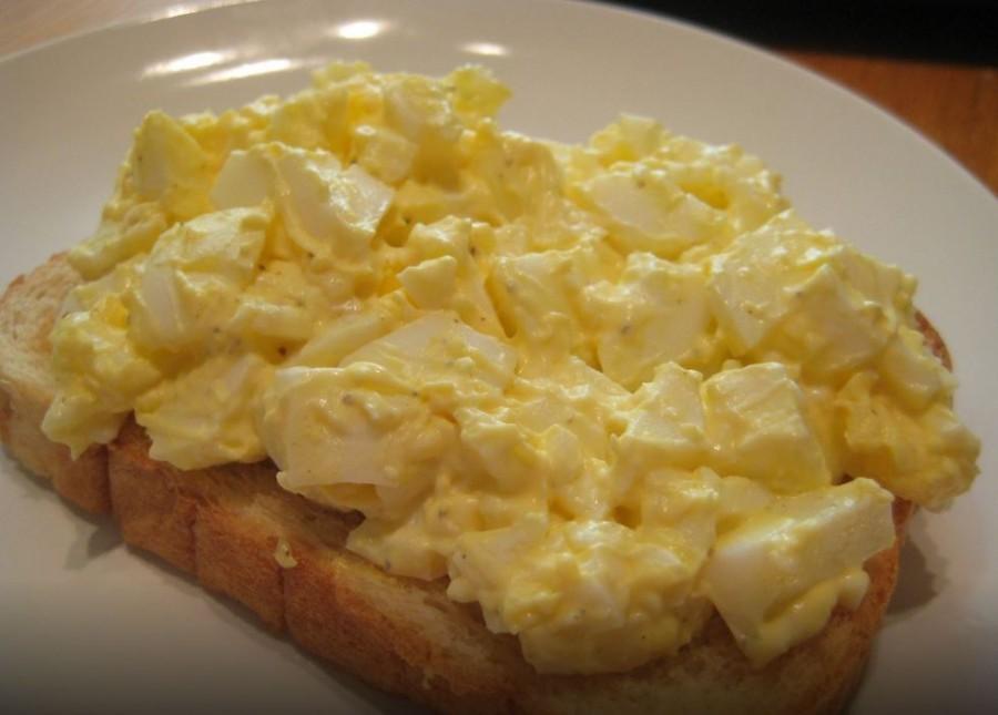 Egy könnyű tojáskrém - pirítóssal isteni finom!